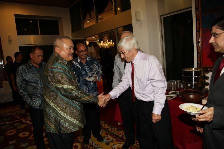 Berita Sumsel: Rombongan World Bank seusai bertemu dengan Gubernur Sumsel, H Alex Noerdin di Griya Agung, Minggu (10/4)